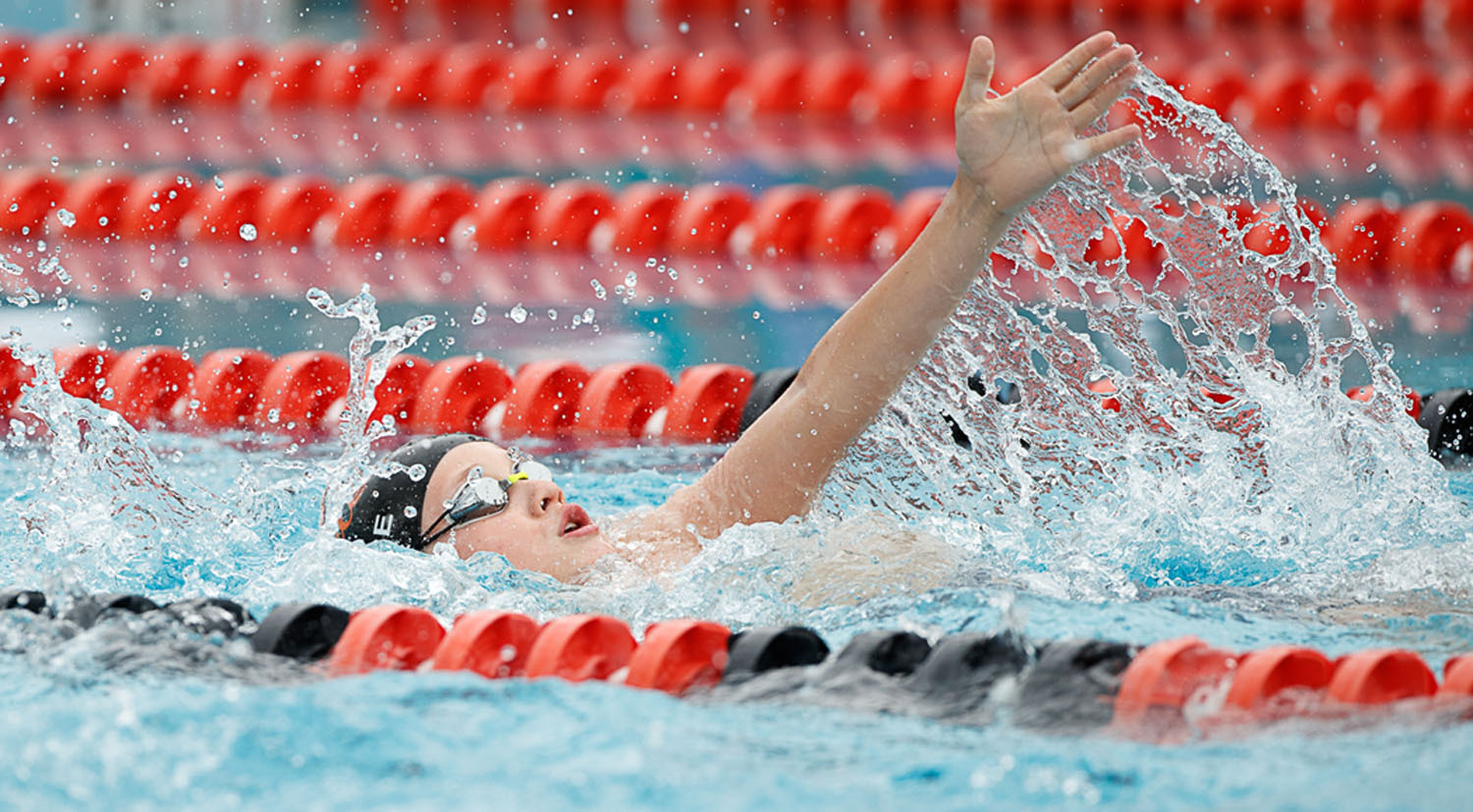 Overlee's Tyler Giese leads off in the boys 9-10 medley relay with the backstroke. (Photo by Deb Kolt)